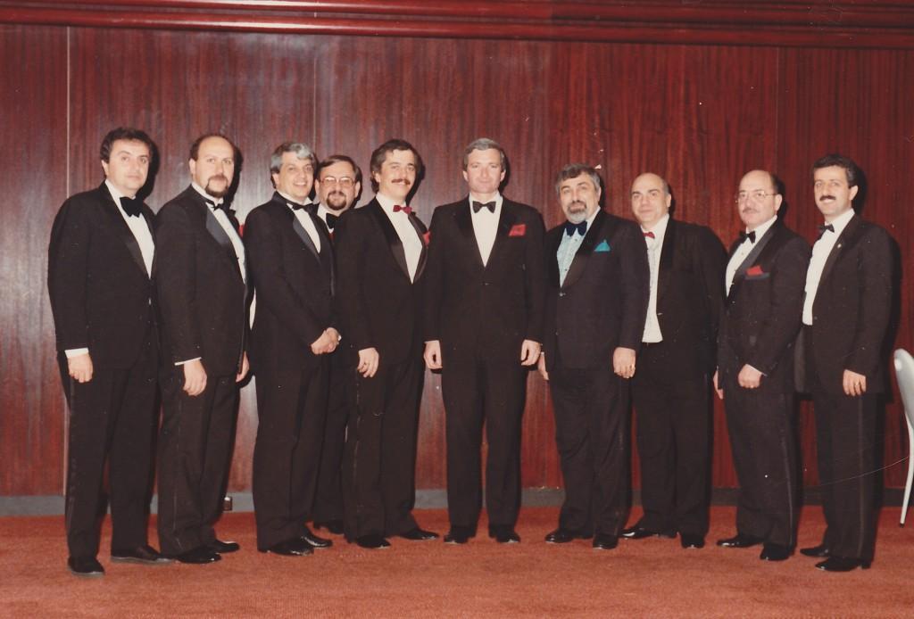 1986- Left to right – Arto Karagelinian, Vahe Artinian, Vahe Boyadjian, Jirair Constantian, Aram Hagopian, PREMIER OF NSW Hon. Nick Greiner, Zaven Tchetchenian [Chairman], Hovaness Kouyoumdjian, George Izmiritlian, Antranig Kapterian
